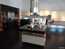 Кухня с плот от Технически Камък 10