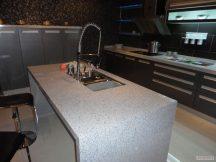 Кухня с плот от Технически Камък 11